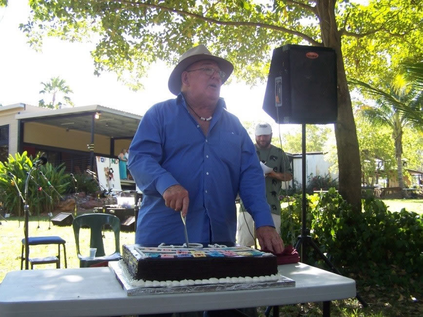 Ted Egan cuts the Top Half Festival's 40th birthday cake in 2010 (Photo: TEFC Archive)