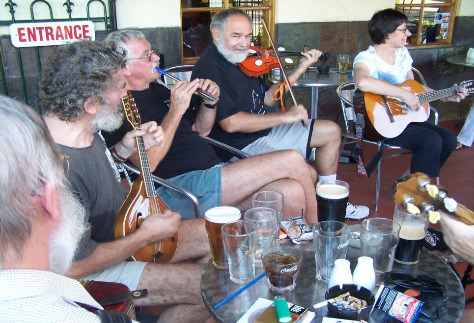 Sunday session at the Virginia Tavern (Photo: TEFC Archive)